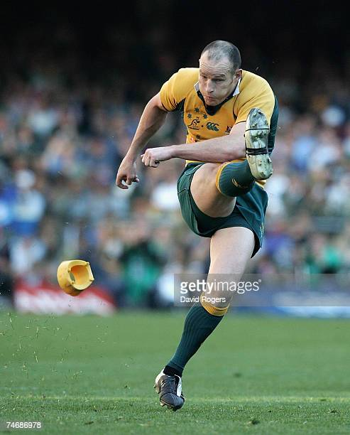Stirling Mortlock of Australia kicks a penalty during the 2007 Tri Nations match between South Africa and Australia at Newlands Stadium on June 16,...