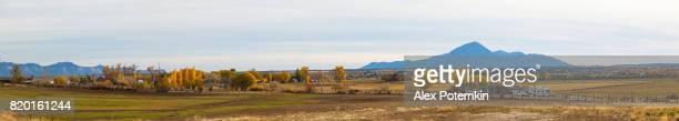 Panorama cousu XXXL. Affichage distant au ranch dans le Colorado, USA.