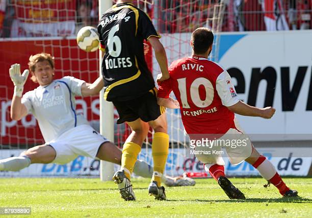 Stiven Rivic of Cottbus scores the second goal during the Bundesliga match between FC Energie Cottbus and Bayer 04 Leverkusen at the Stadion der...