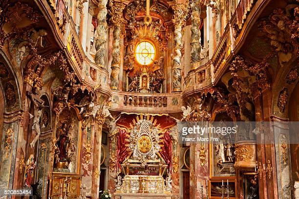 st.-johann-nepomuk-kirche, asamkirche, sendlinger strasse, munich - kirche imagens e fotografias de stock