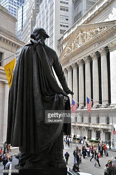ニューヨーク証券取引所から見たフェデラルホール、ウォールストリート、ニューヨーク