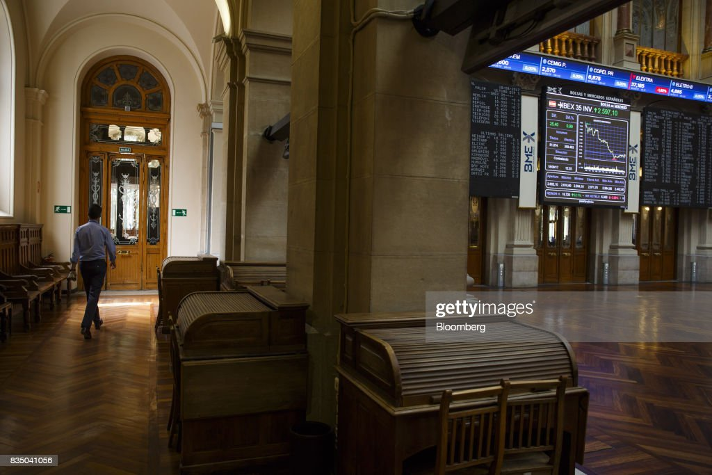 A stock index curve sits on an electronic screen inside the Madrid stock exchange, also known as Bolsas y Mercados Espanoles, the day after the Barcelona terror attack in Madrid, Spain, on Friday, Aug. 18, 2017. Terrorists behind the Barcelona attack had planned a devastating assault with explosives and may have rammed pedestrians with vehicles after their initial plan failed, the police chief heading the investigation said on Friday. Photographer: Angel Navarrete/Bloomberg via Getty Images