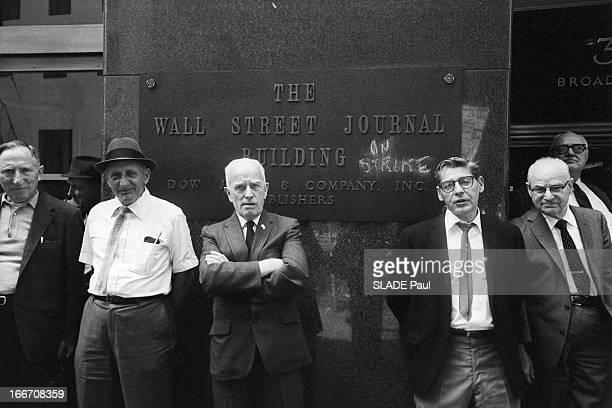 Stock Market Crisis Wall Street Black Hours New York 22 Mai 1970 Lors de la crise boursière à Wall Street devant la plaque indiquant le nom du...