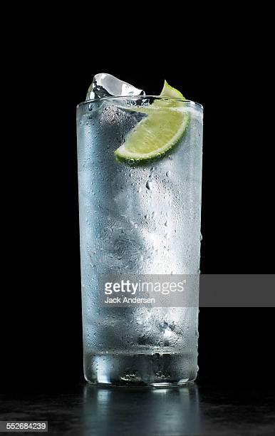 stock mineral water - wassertropfen glas stock-fotos und bilder