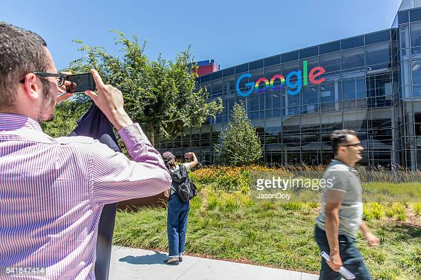 stock photo of google headquarters in mountain view - birthplace of silicon valley stockfoto's en -beelden
