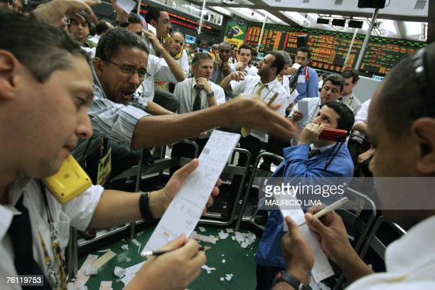 Stock traders negotiate at the coffee pit during the morning session of the Mercantile Futures Exchange BMF in Sao Paulo Brazil 16 August 2007 World...