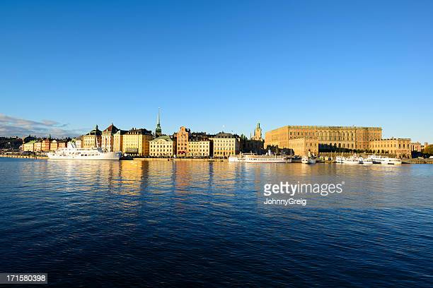 stockholm - gamla stan on a beautiful morning day - the stockholm palace stock pictures, royalty-free photos & images