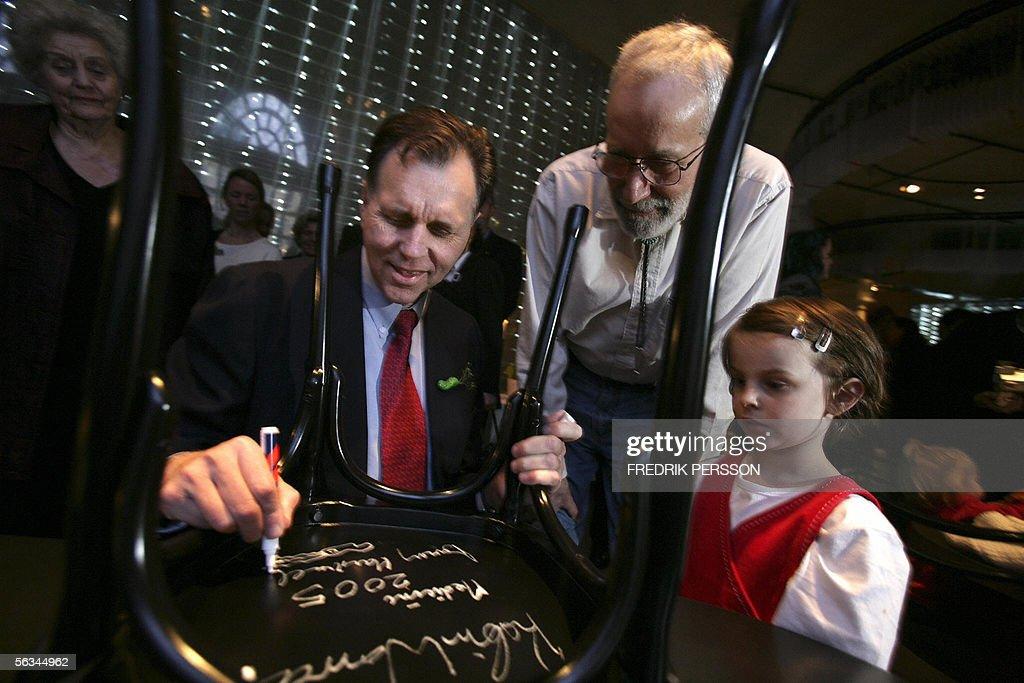 2005 Nobel Medicine laureate, Australian : News Photo