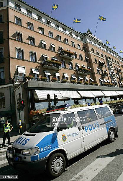 Police surround the Grand Hotel in Stockholm during the opening of the 'Stockholm Conference for Lebanon's Early Recovery' 31 August 2006 Lebanese...