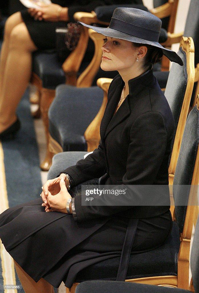 Sweden's Crown Princess Victoria listens : News Photo