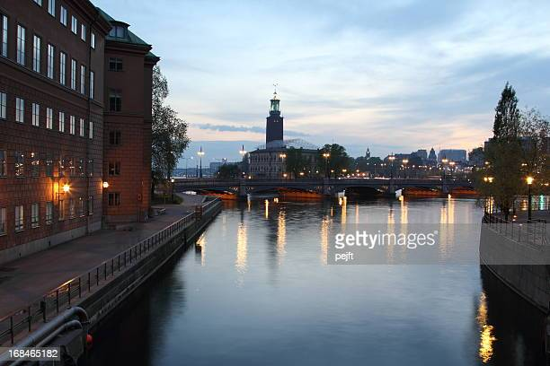 stockholm vasabron and the city hall by night - pejft stock pictures, royalty-free photos & images