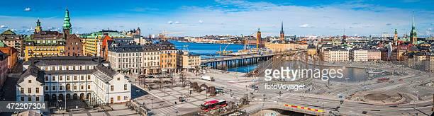 Estocolmo vibrante paisaje de panorama a través de las indicaciones para Sodermalm y Slussen mar Suecia