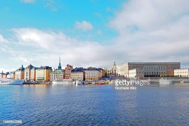 stockholm waterfront cityscape - the stockholm palace stock pictures, royalty-free photos & images