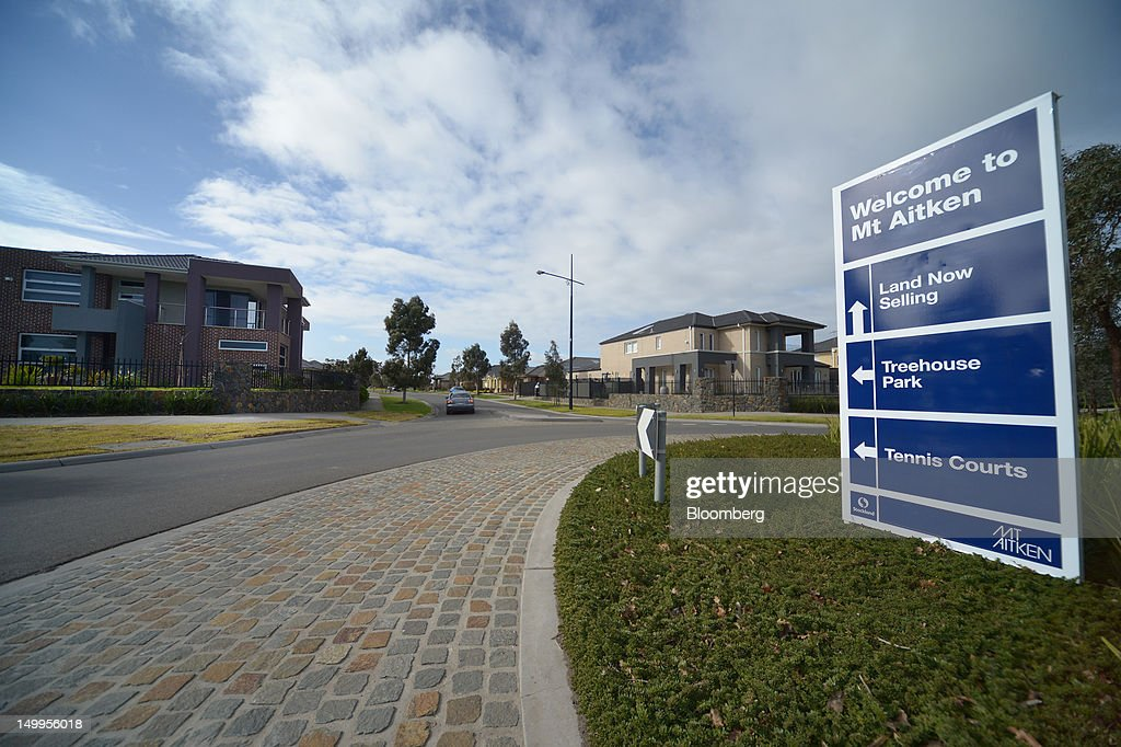 A Stockland sign welcomes visitors to the Mt. Aitken residential development in Craigieburn, an outer northern suburb of Melbourne, Australia, on Monday, Aug 6, 2012. Stockland, Australia's biggest diversified property trust, is expected to announce full-year results on Aug. 8. Photographer: Carla Gottgens/Bloomberg via Getty Images