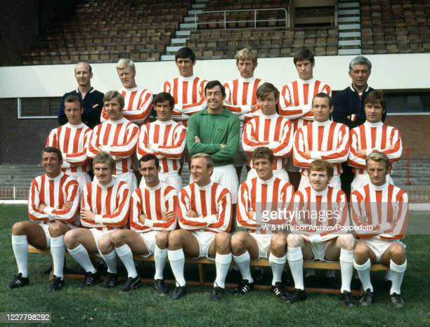 Stoke City line up for a team photograph at the Victoria Ground in Stoke-on-Trent, England, circa July 1969. Back row : Fred Street , Tony Allen,...