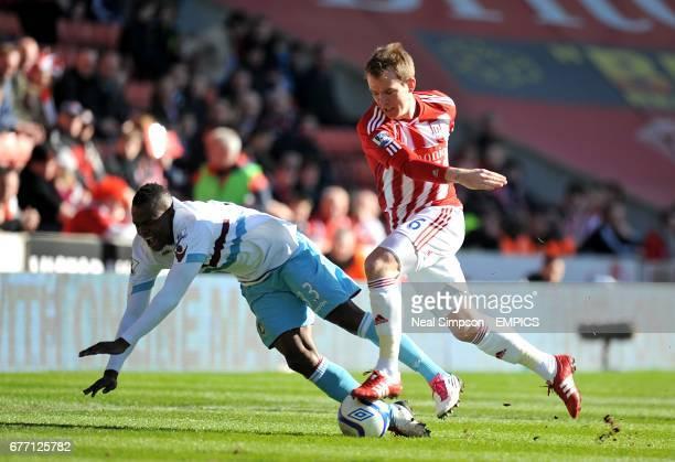 Stoke City's Glenn Whelan and West Ham United's Victor Obinna battle for the ball