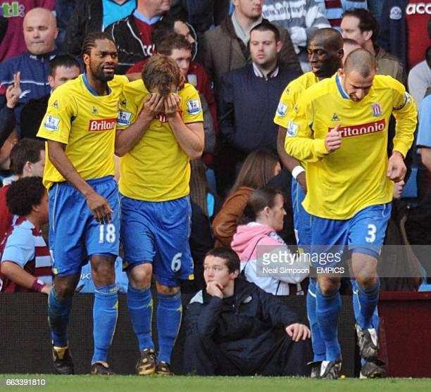 Stoke City's Glenn Whelan celebrates scoring the equalising goal with team mates Salif Diao and Danny Higginbotham