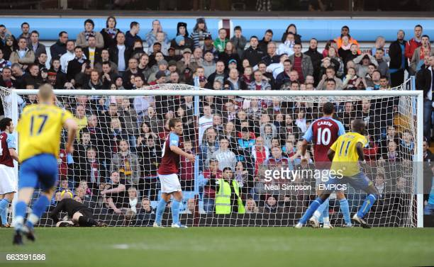 Stoke City's Glenn Whelan scores the equalising goal