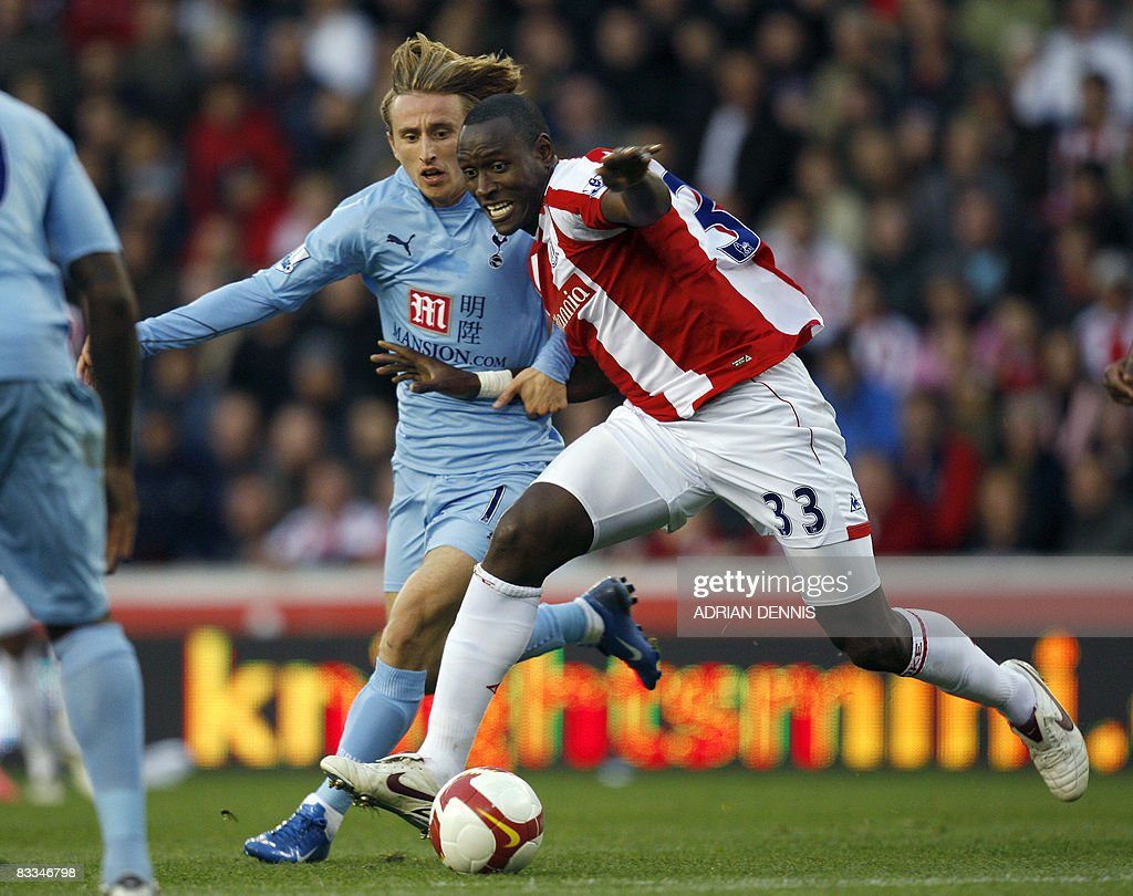 Stoke City's Ibrahima Sonko (R) vies for the ball with Tottenham Hotspur's Croatian midfielder Luka Modric (C) during the Premiership football match at The Britannia Stadium in Stoke on October 19, 2008. Stoke won the game 2-1 with Tottenham having two players sent off in the match. AFP PHOTO / Adrian Dennis Mobile and website use of domestic English football pictures are subject to obtaining a Photographic End User Licence from Football DataCo Ltd Tel : +44 (0) 207 864 9121 or e-mail accreditations@football-dataco.com - applies to Premier and Football League matches.