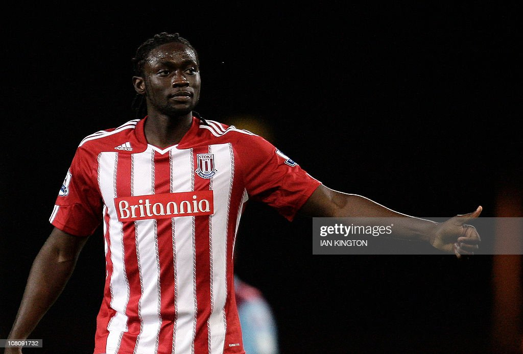 Stoke City's Kenwyne Jones celebrates sc : News Photo