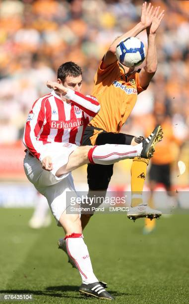 Stoke City's Rory Delap and Wolverhampton Wanderers' David Edwards battle for the ball