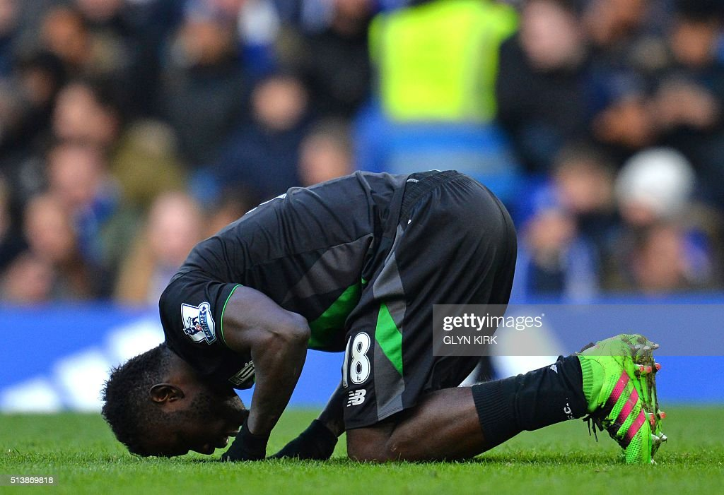 Stoke City's Senegalese striker Mame Biram Diouf celebrates after scoring their first goal during the English Premier League football match between Chelsea and Stoke City at Stamford Bridge in London on March 5, 2016. / AFP / GLYN KIRK / RESTRICTED TO EDITORIAL USE. No use with unauthorized audio, video, data, fixture lists, club/league logos or 'live' services. Online in-match use limited to 75 images, no video emulation. No use in betting, games or single club/league/player publications. /