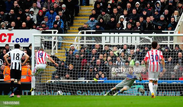 Stoke player Jonathan Walters fires in his penalty past Rob Elliott during the Barclays Premier League match between Newcastle United and Stoke City...
