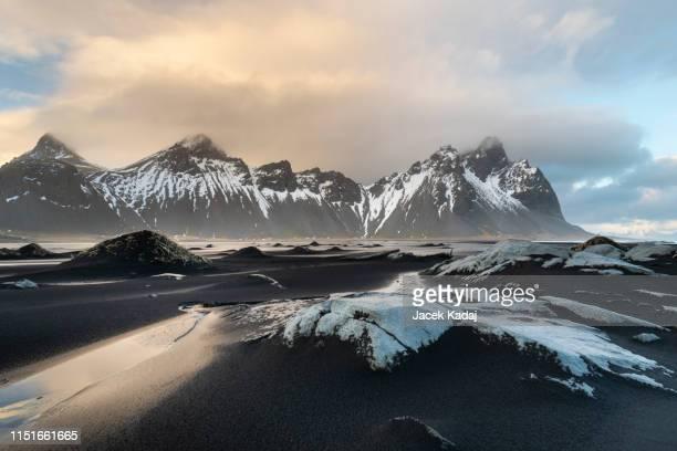 stokksnes cape in iceland - cape stockfoto's en -beelden