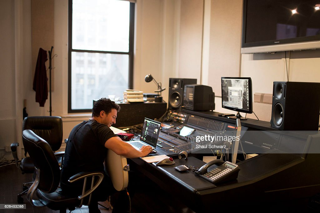 Stolar records at a studio in Manhattan, New York. Through his singing and songwriting, Stolar expresses himself and offers support and encouragement to others living with a mental health condition. Stolar channels his experiences with bipolar disorder and depression into his music.