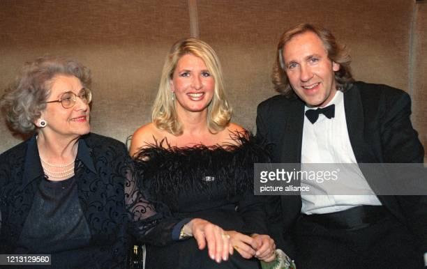Stolz sitzen Thomas Gottschalks Mutter Rutila seine Schwester Rafaela und sein Bruder Christoph am im Münchner Prinzregententheater wo der Wetten...