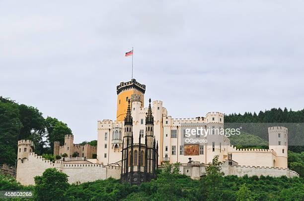 castello stolzenfels lungo il fiume reno, nella germania - ogphoto foto e immagini stock