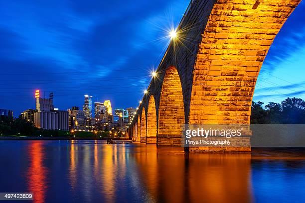 stone arch bridge - ponte ad arco foto e immagini stock