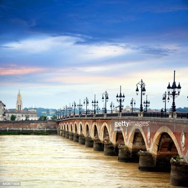pont ・ピエール、ボルドー  - ボルドー ストックフォトと画像