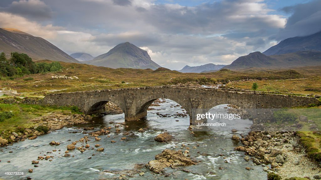 stone bridge sligachan cerca de la isla de skye foto de stock getty images. Black Bedroom Furniture Sets. Home Design Ideas