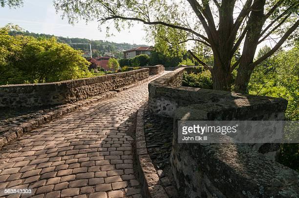 stone bridge - ルピュイ ストックフォトと画像