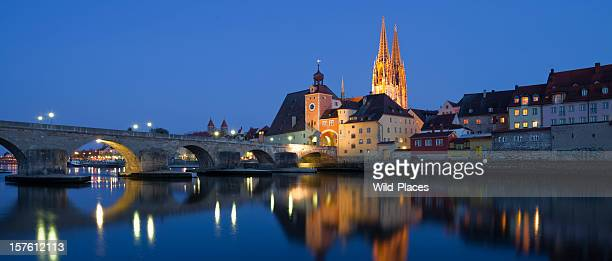 steinerne brücke, regensburg - regensburg stock photos and pictures