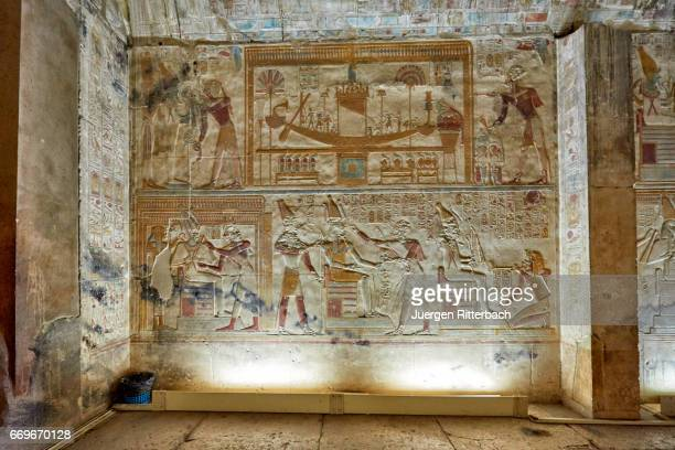 stone carved reliefs in sanctuaries of temple of seti i , abydos - antico egitto foto e immagini stock