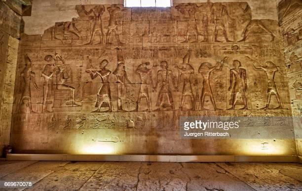 stone carved reliefs inside temple of seti i , abydos - antico egitto foto e immagini stock