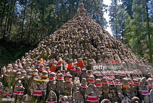 stone carvings at the okunoin, koyasan, japan - koyasan stock-fotos und bilder