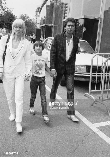 Stone Charden avec leur fils Baptiste à Paris en juin 1983 France