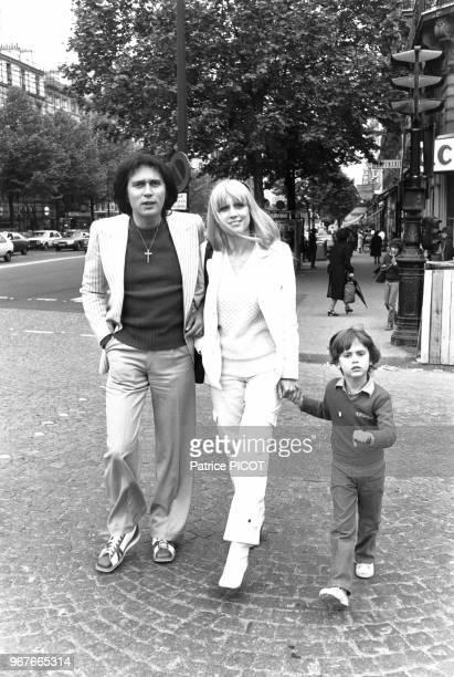 Stone et Charden et leurd fils Baptiste le 25 mars 1978 Place des Ternes à Paris France