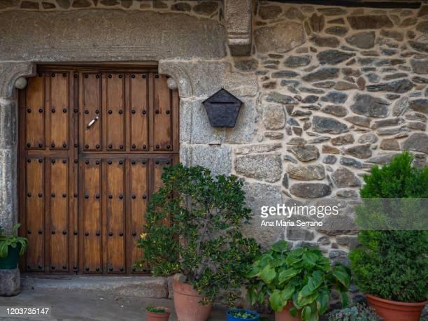 stone house in the village of monleón, salamanca, castilla león, spain - cena não urbana imagens e fotografias de stock