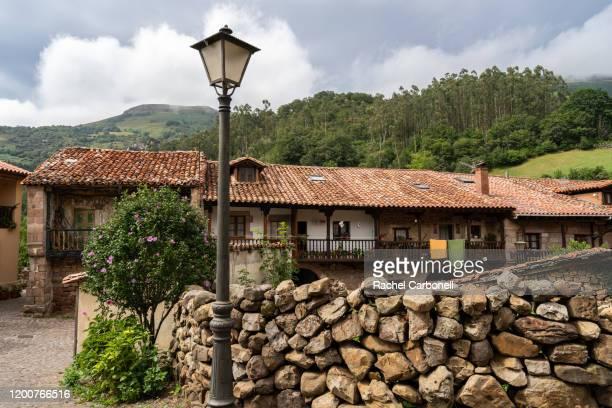stone houses in the village. - carmona fotografías e imágenes de stock