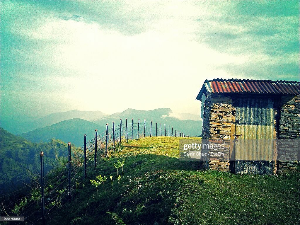 Stone Hut On Mountain Against Cloudy Sky : Foto stock