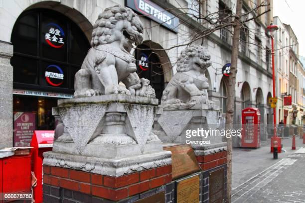 sten lejon i chinatown - gwengoat bildbanksfoton och bilder