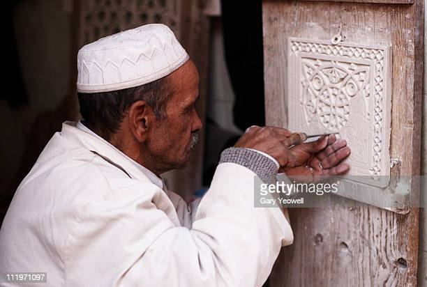 stone mason carving a tile - yeowell stock pictures, royalty-free photos & images