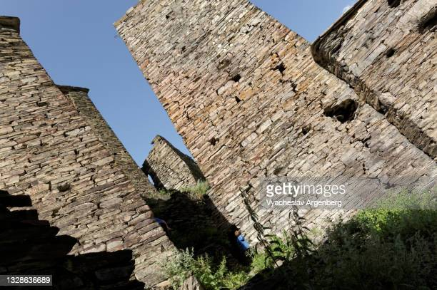 stone towers in shatili, georgia - argenberg stock pictures, royalty-free photos & images