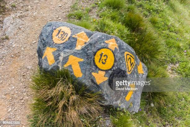 stone trail marker in the italian alps - トレイル表示 ストックフォトと画像