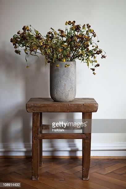 a stone vase full of dead flowers - dead rotten fotografías e imágenes de stock