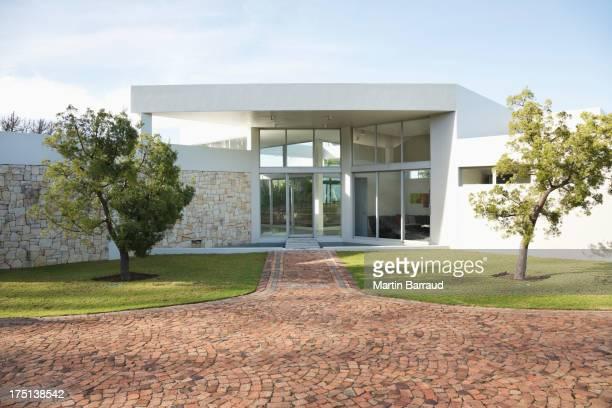 Stein Weg zu modernen Haus